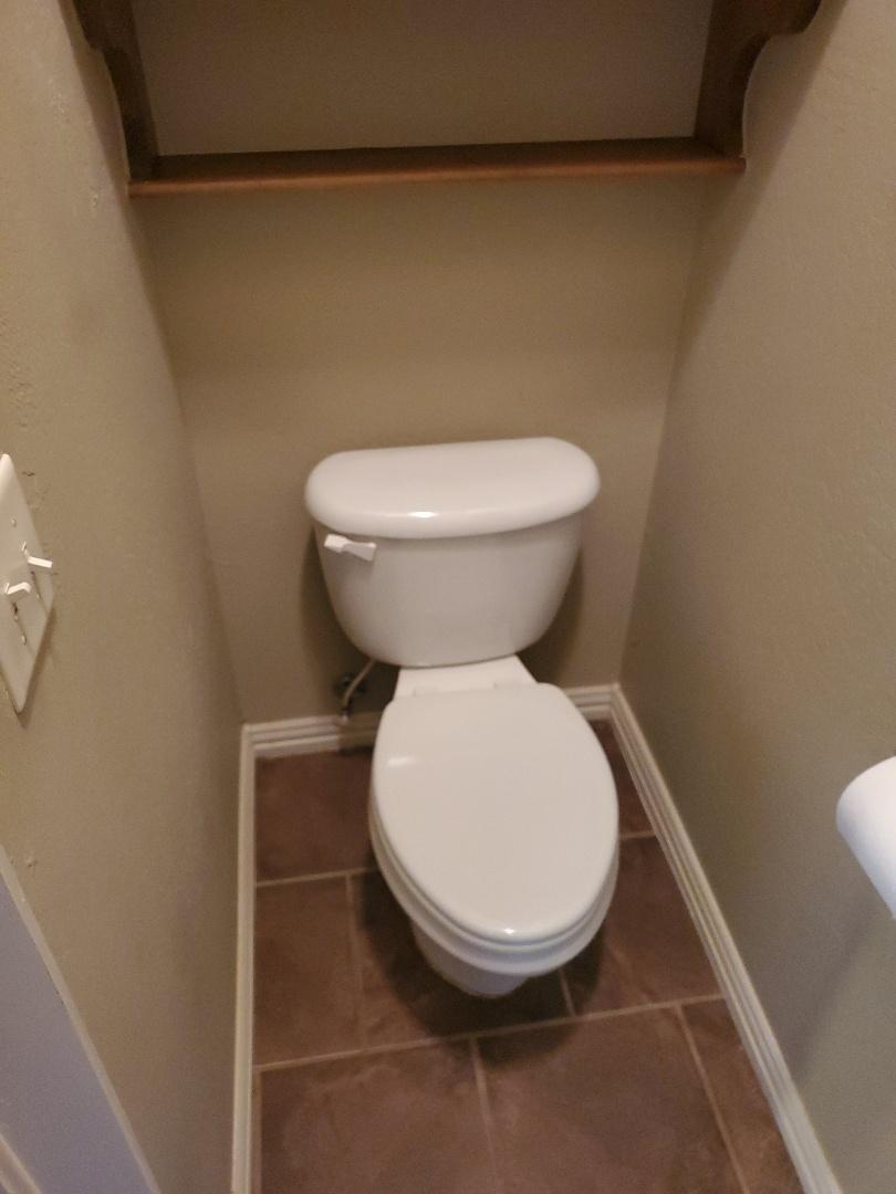 Edmond, OK - Plumber needed for Toilet repair near Danforth rd