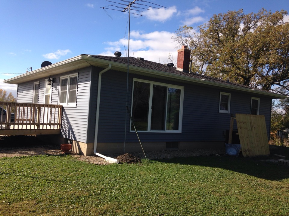 New Hartford, IA - Vinyl siding, windows and a new 9' patio door cut in