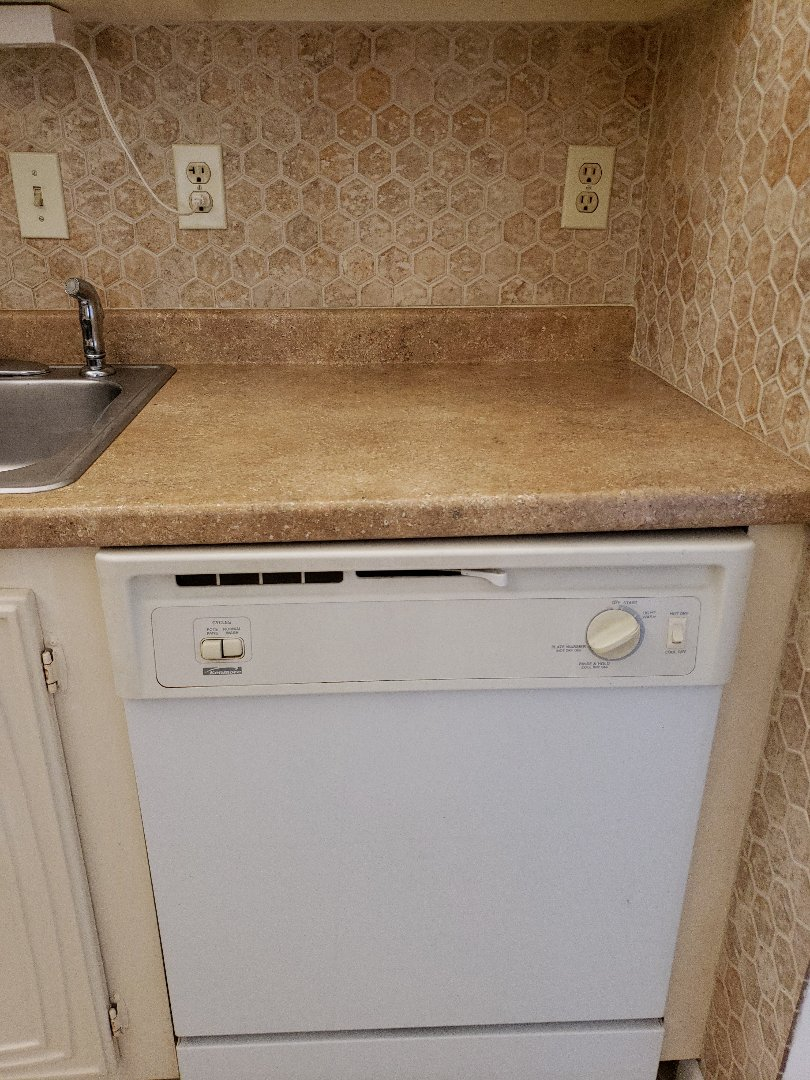 Lauderdale Lakes, FL - DISHWASHER NOT WORKING