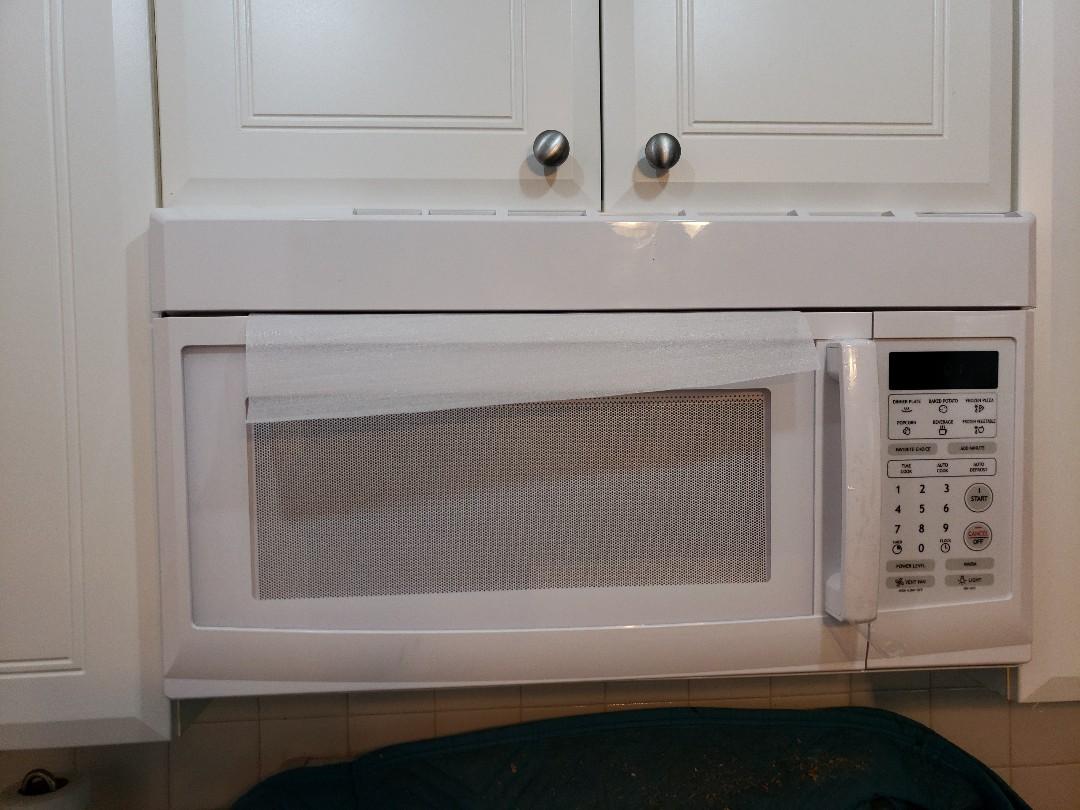 Deerfield Beach, FL - Microwave oven
