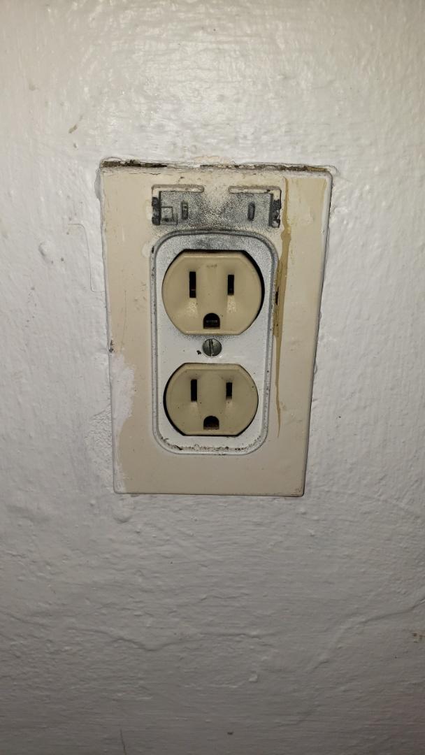 Davie, FL - Bedroom  lights out
