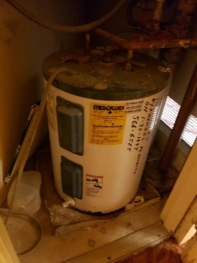 Pompano Beach, FL - Water heater leaking