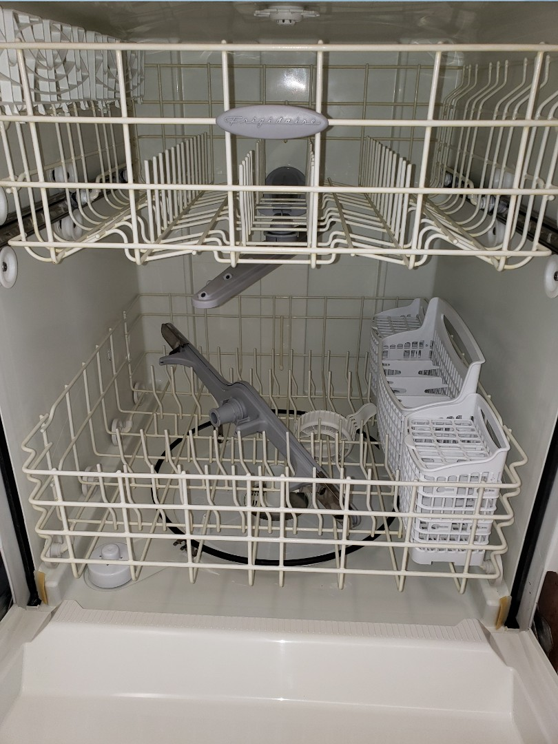 Lake Worth, FL - THE TECHNICIAN IS REPAIRING A FRIGIDAIRE DISHWASHER THAT DOES NOT DRAIN.
