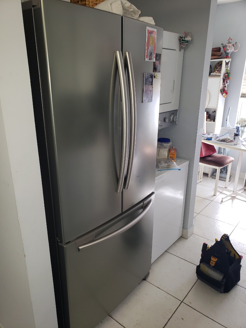 Wellington, FL - THE TECHNICIAN IS REPAIRING A SAMSUNG REFRIGERATOR NOT COOLING.