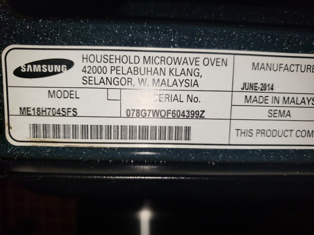 THE TECHNICIAN IS REPAIRING A SAMSUNG MICROWAVE
