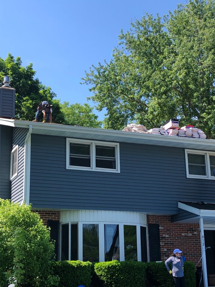 Waunakee, WI - Beautiful weather for a reroof!