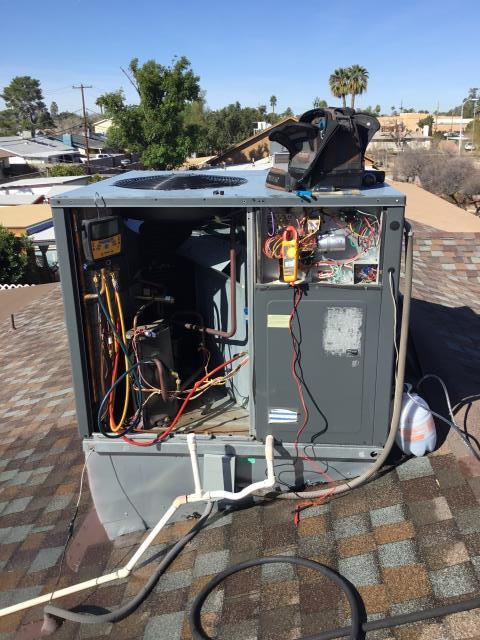 Tempe, AZ - In Tempe, Az doing a tune up service on this system! System is in great condition!