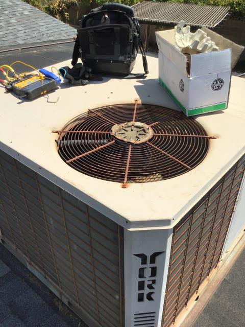 Mesa, AZ - In Mesa, near East Fairfield Street and North Amber Circle replacing a 825 rpm fan motor with 7.5 uf capacitor. This York system is in really bad condition and needs replacement. Will need to see if compressor holds with repair.