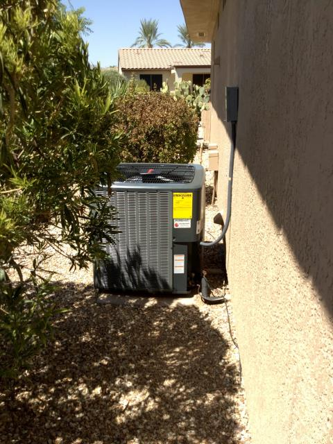 Surprise, AZ - In Surprise, near West Cordova Court and North Hawthorn Drive to perform a quality inspection on a newly installed 4 ton 14 seer Amana gas split system. Unit is installed well and there are no mechanical issues.