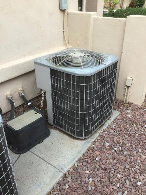 Chandler, AZ - In Chandler, near West Glacier Way and South Jojoba Court giving a free estimate for a new 4 ton 14 seer day and night gas split system.