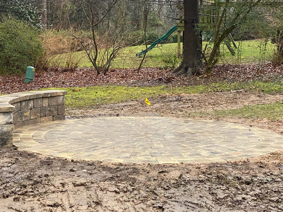 Simpsonville, SC - Round patio w sitting wall.