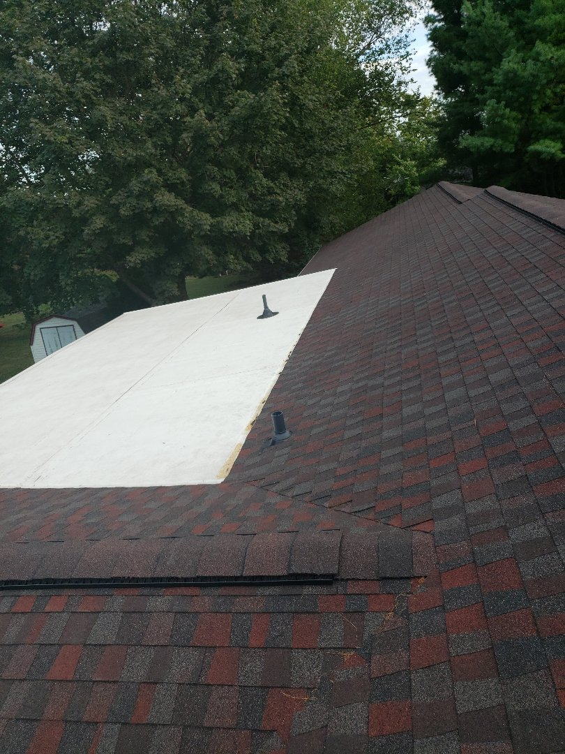 Hampstead, MD - Roof Replacement.  Step shingle roof and flat EPDM roof