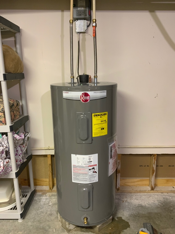 Montpelier, OH - Customer wanted water heater upgraded. We quoted them a 50 gallon electric water heater and they excepted the quote. I then removed the old water heater and replaced with a new 50 gallon Rheem electric water heater and verified it was leak free and operating properly.