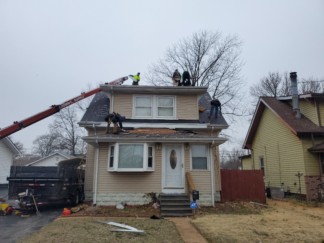 Wood River, IL - Another Quality Installation of GAF timbeline HD charcoal shingles.