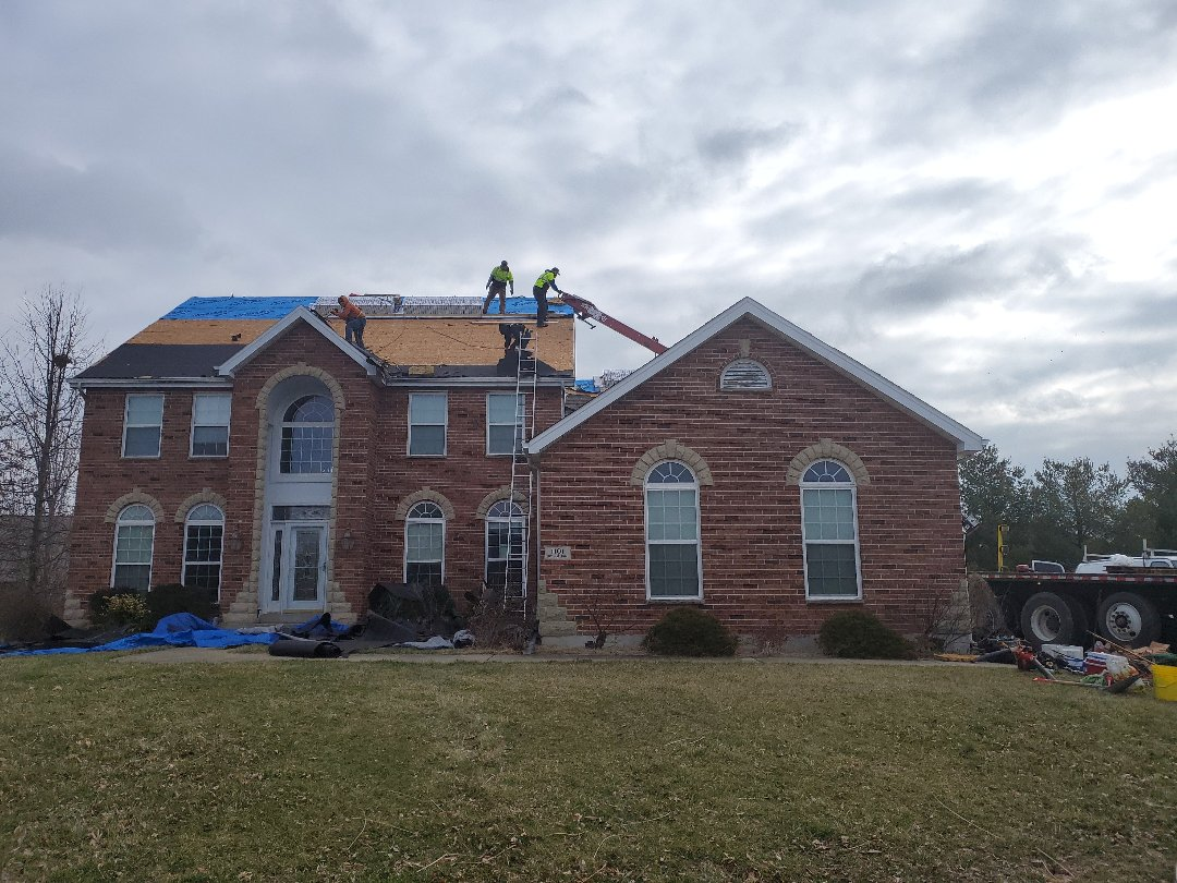 Belleville, IL - Another beautiful Timberline High Definition Williamsburg slate roof going on! This was for a major in the military. He qualified for our GAF roofs for troops rebate and it's got the complete system on his roof with the storm system Plus warranty