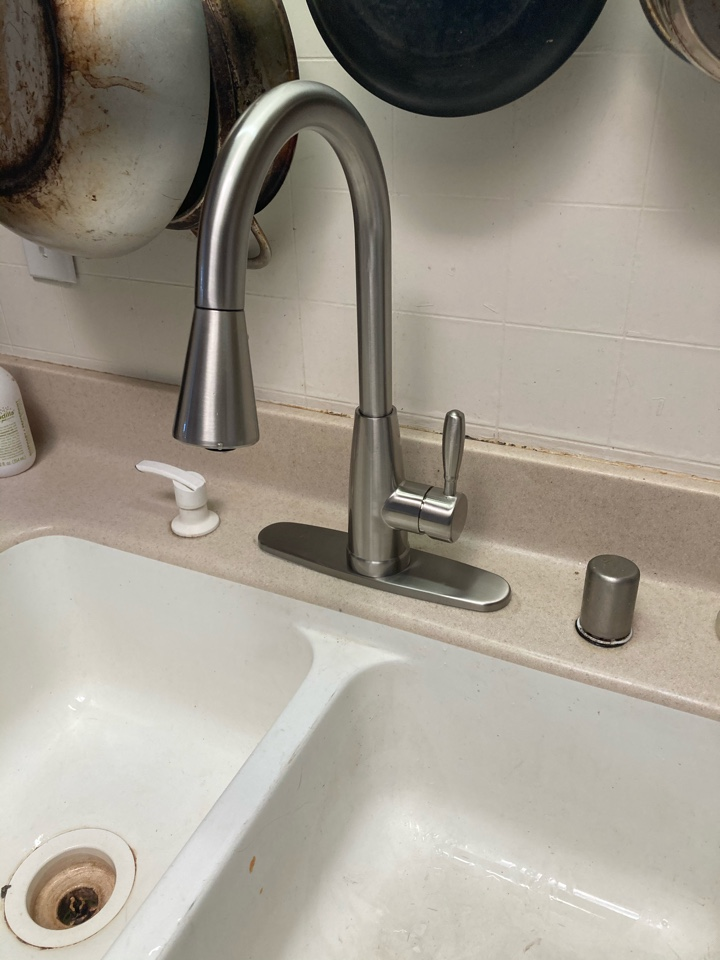 Ventura, CA - Plumber installed customer supplied kitchen faucet.
