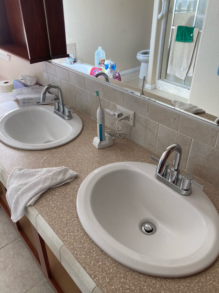 Ventura, CA - Plumber installed his/her bathroom faucets w/ pop up assemblies.
