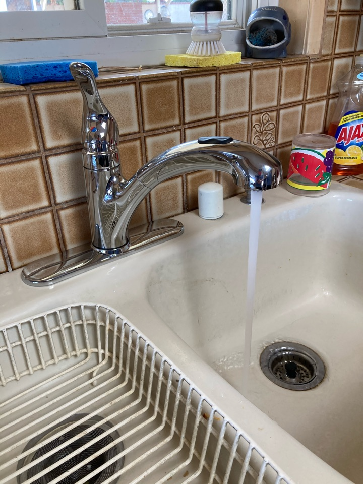 Ventura, CA - Plumber installed a customer supplied kitchen faucet.