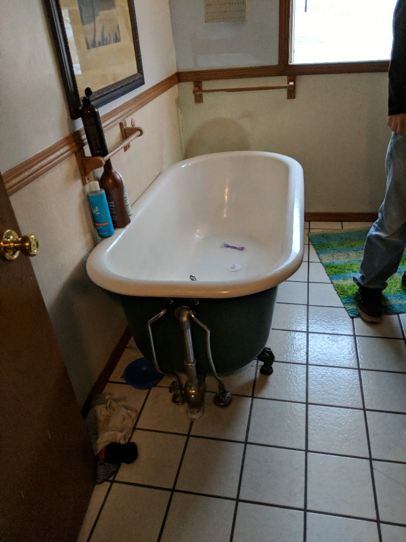 Kingman, KS - Troubleshooting bathtub drain leak