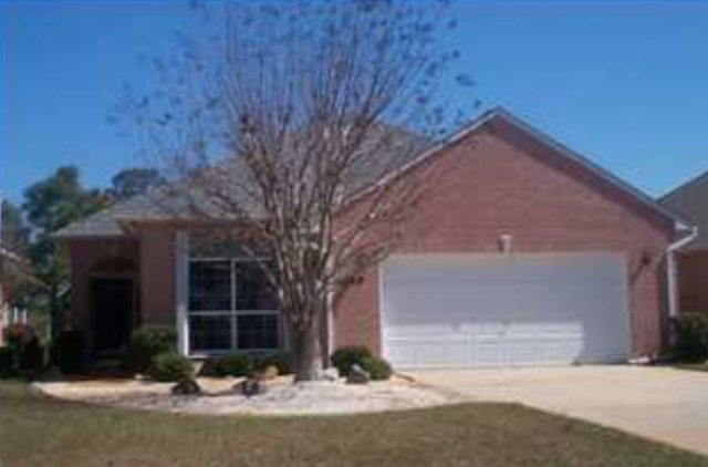 Showing this beautiful home Gulf Breeze, FL today.  This real estate property is in a Sound Front community in the desirable area of Gulf Breeze near Pensacola Beach and Navarre Beach.  It has 3 bedrooms, 2 baths and faces the 18th hole on Tiger Point Golf Course. I am a realtor specializing as a sellers agent, buyers agent, and military relocation specialist.