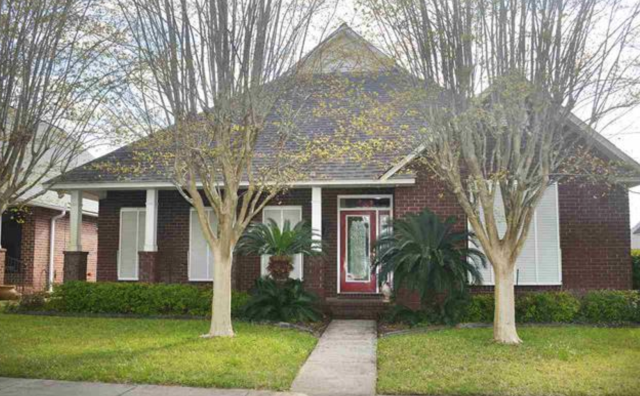 Beautiful home in Cantonment, FL sold in 1 day.  I am your real estate expert in the Pensacola area.This 3 bedroom, 2 bath home is located in a wonderful school district and convenient to many activities.  I am a realtor in the Pensacola area specializing as a sellers agent, buyers agent and military relocation specialist.