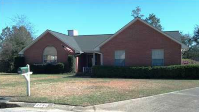 Beautiful 3 bedroom, 2 bath home in Pensacola with large backyard.  I am your real estate expert in the Pensacola area.  Located in a wonderful school district and convenient to many activities.  I am a realtor in the Pensacola area specializing as a sellers agent, buyers agent and military relocation specialist.