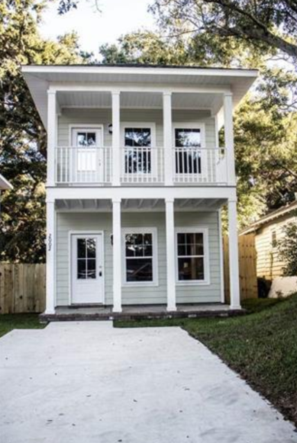 Downtown Pensacola living is awesome.  This 3 bedroom, 2 bath home would make a great single family home or airbnb.  Conveniently located near the Wahoo Stadium, shopping, dining, and entertainment.  I am a realtor in the Pensacola area specializing as a sellers agent, buyers agent and military relocation specialist.