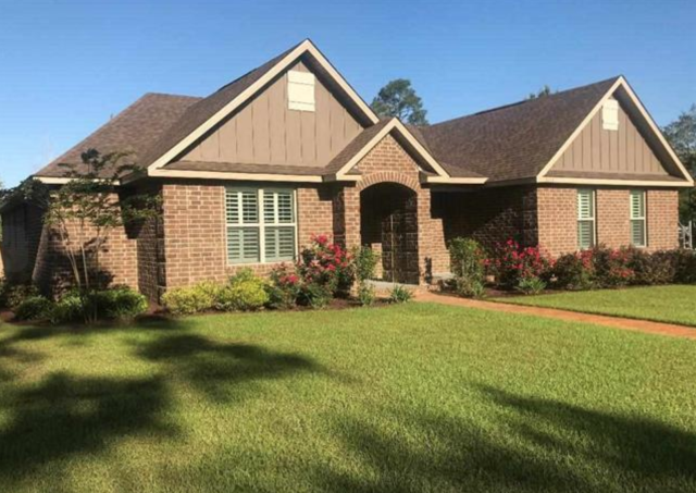 This beautiful 4 bedroom, 3 bath executive home in Gulf Breeze, FL is move-in ready.  High ceilings and beautiful windows. I am your Gulf Breeze expert Realtor. I provide excellent customer service to my home buyers, home sellers, and am a military relocation professional.
