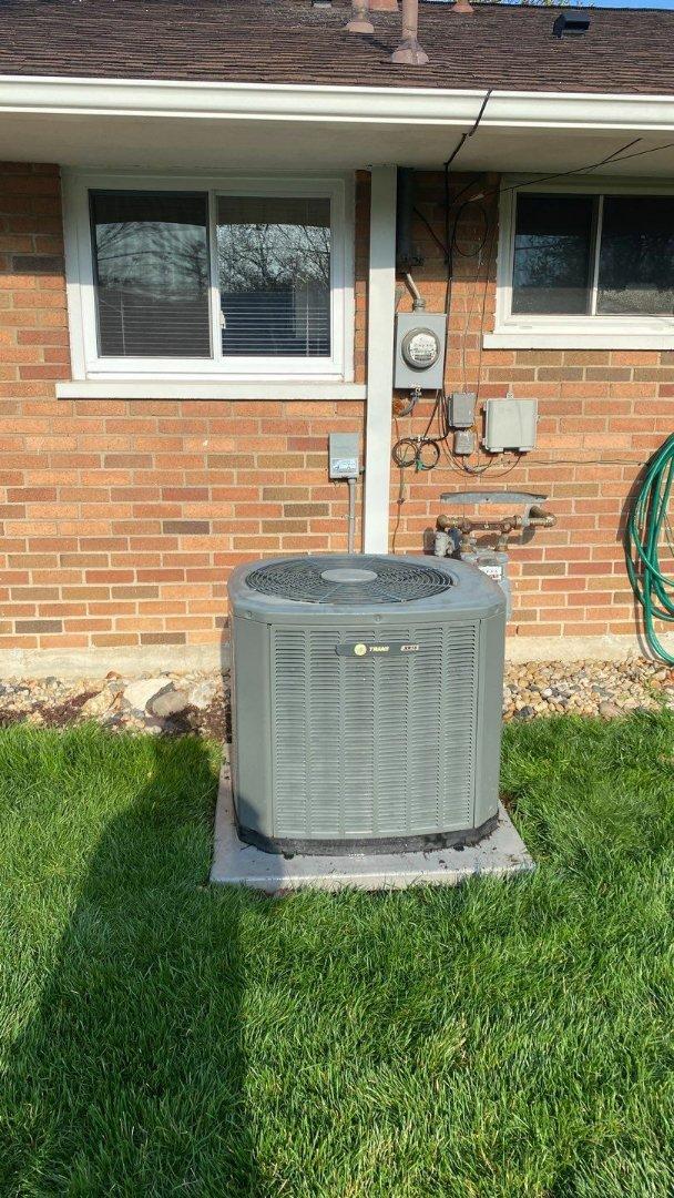 Dayton, OH - Maintenance on Trane air conditioner