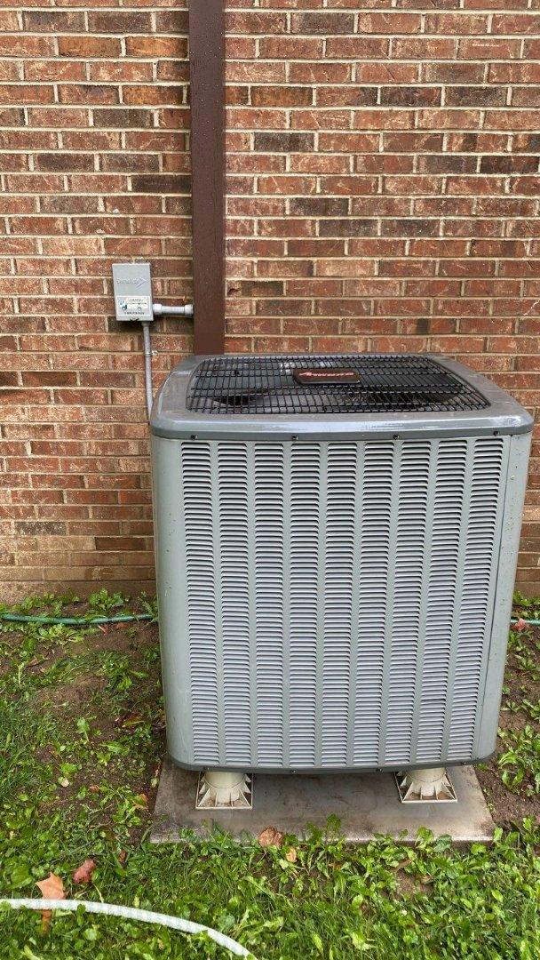 West Alexandria, OH - Maintenance on Amana heat pump
