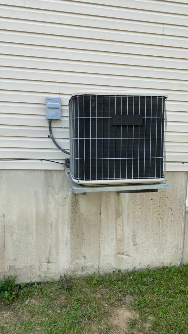 Service call on Lennox Air conditioner