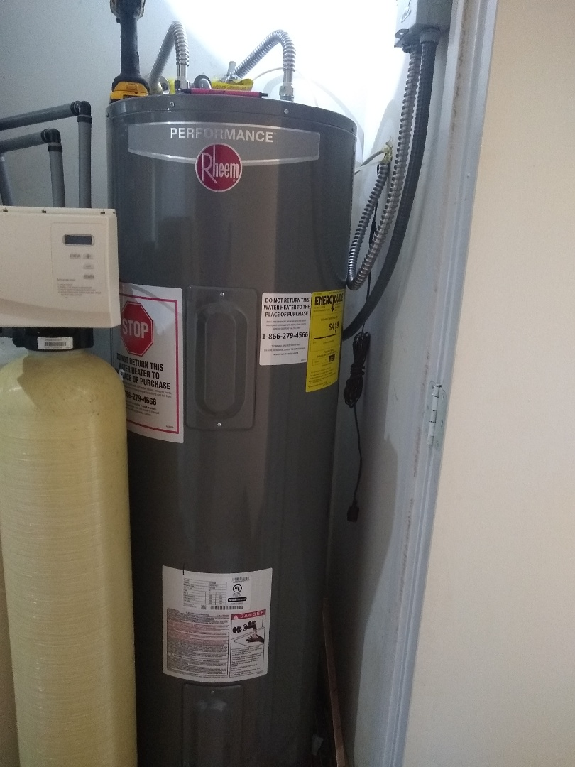 Lawrence, IN - Water heater leaking