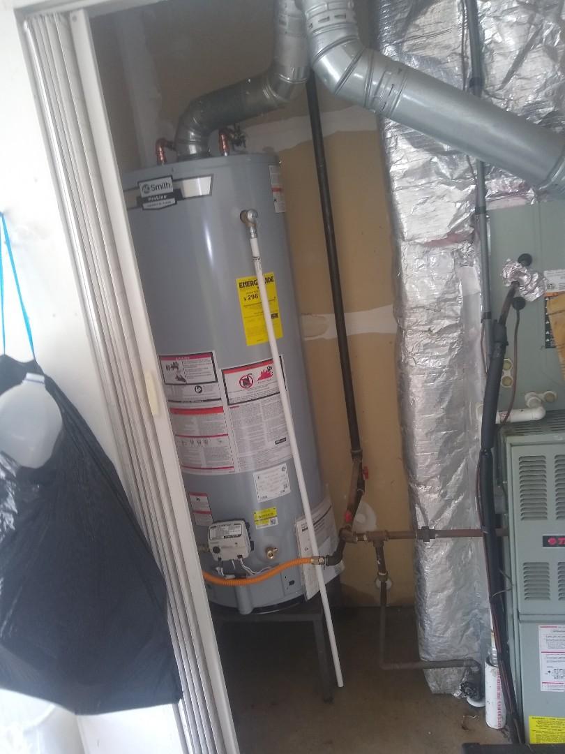 Greenfield, IN - Water heater leaking