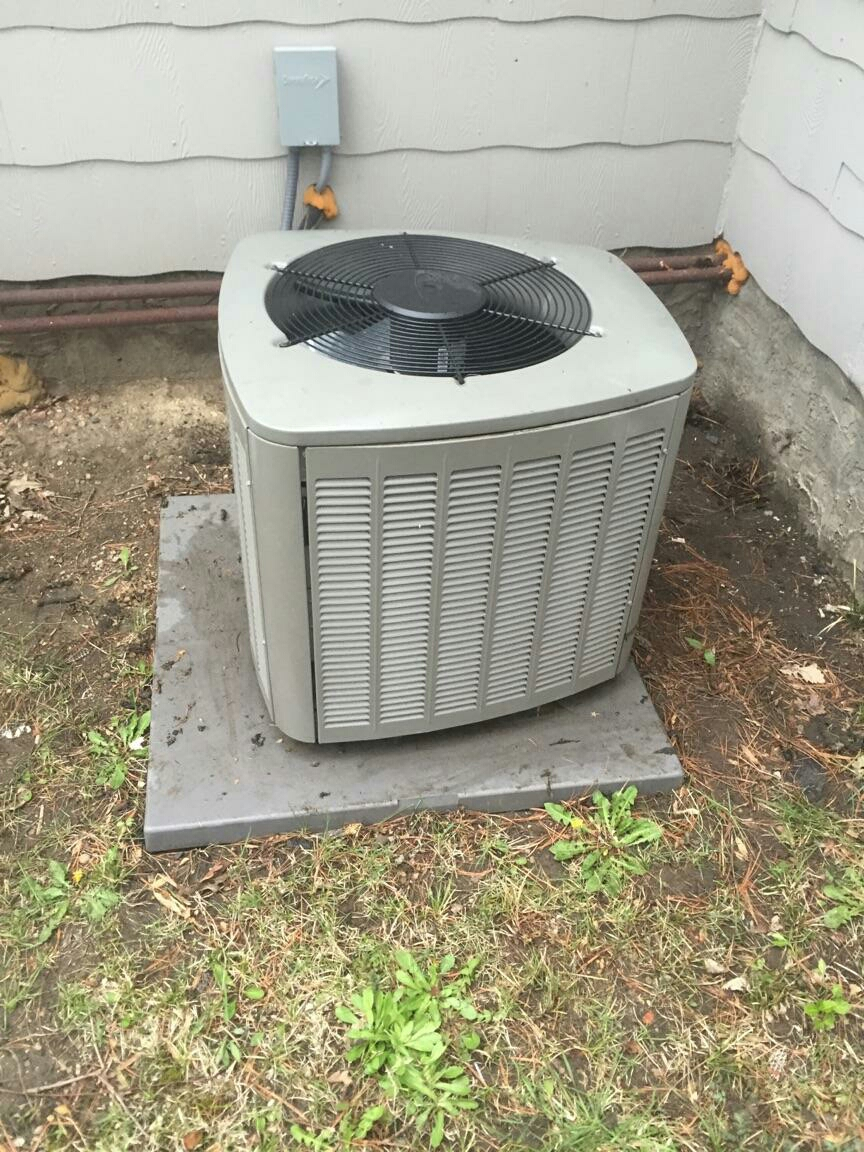 Plainfield, IN - Performing maintenance on Lennox air conditioner