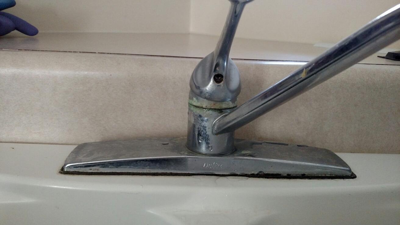 Westfield, IN - Kitchen faucet repair