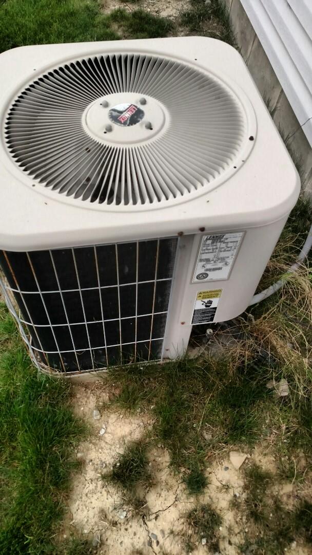 Pendleton, IN - Ac blowing warm air