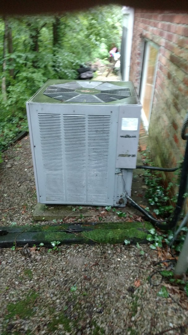Carmel, IN - Air conditioner blowing hot air