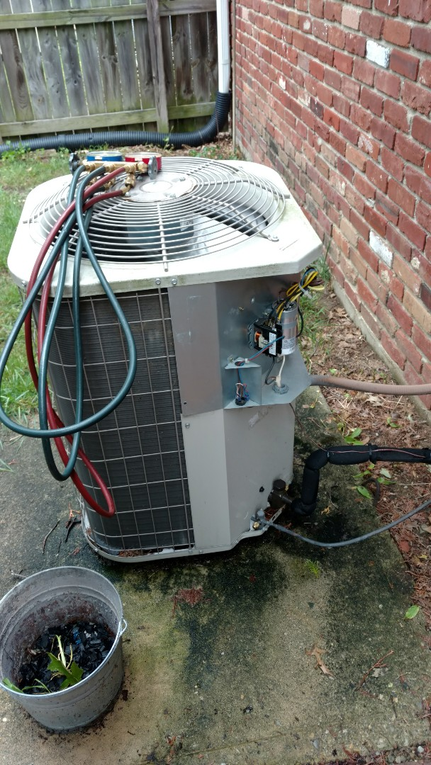 Greenfield, IN - Air conditioner maintenance. Air conditioner cleanings