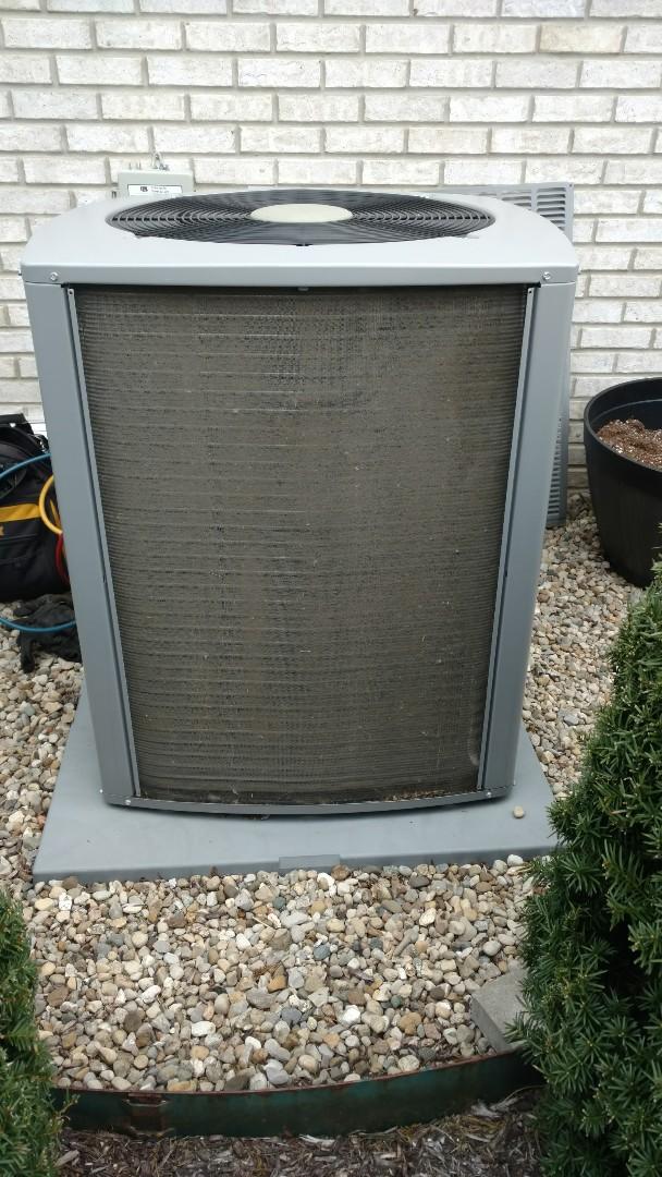 Indianapolis, IN - Heat pump frozen