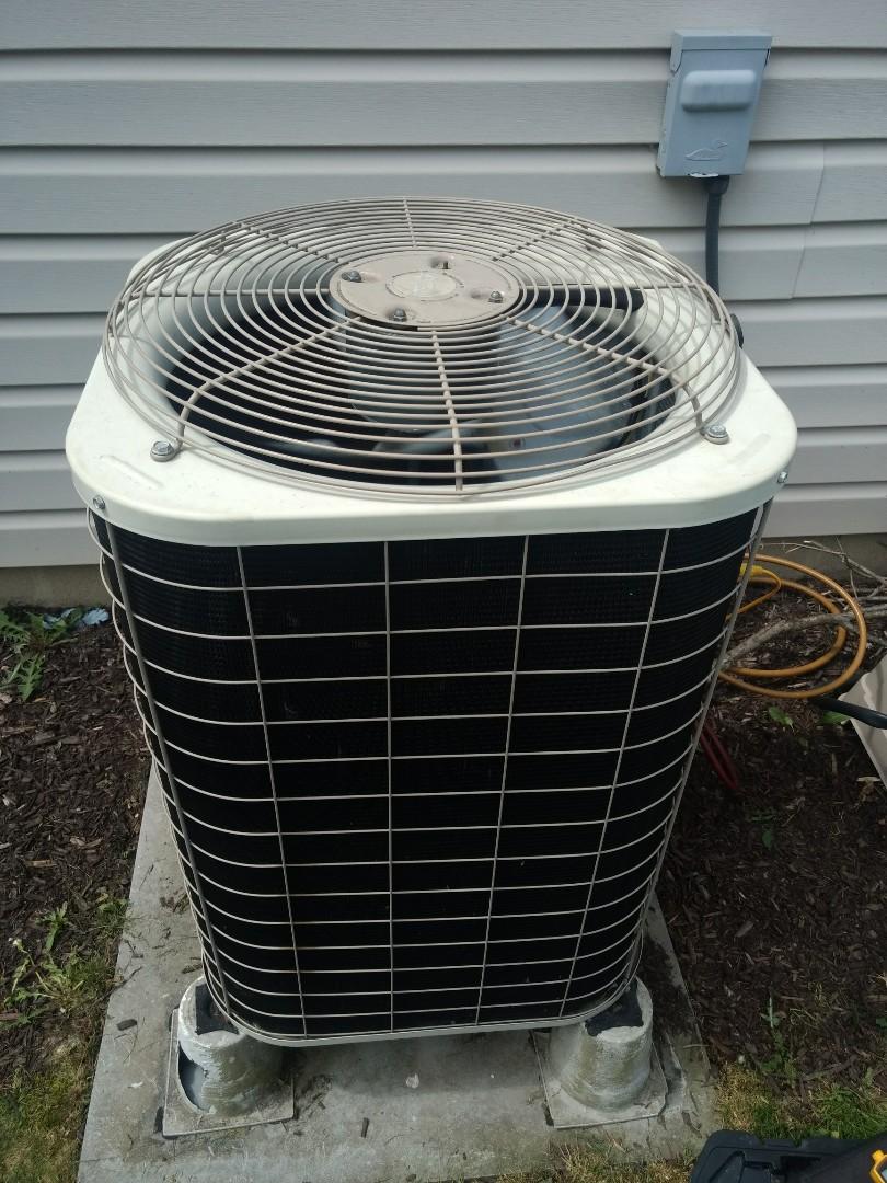Greenfield, IN - Servicing bryant heat pump. Replacing condenser fan motor
