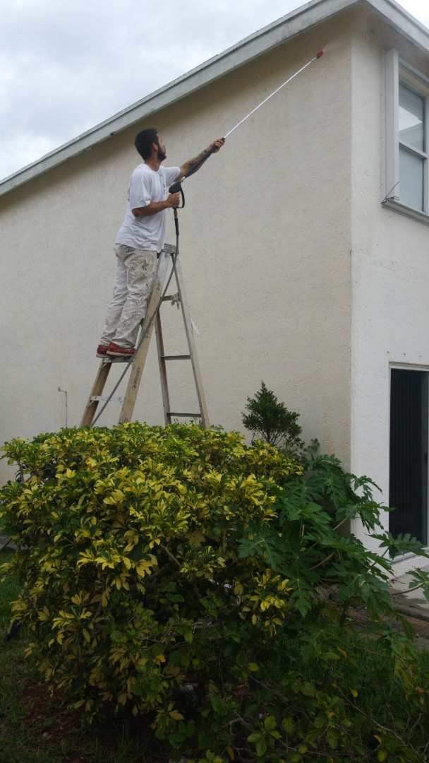 Pompano Beach, FL - Pompano Beach family home pressure and painting by The Captain Painter