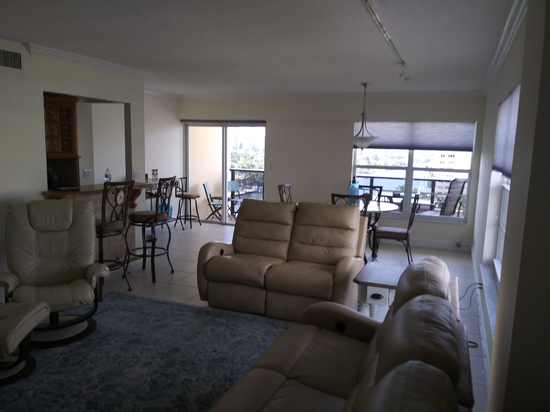Fort Lauderdale, FL - Very nice Customer, thanks Mr. Mike and family, just well done a condo waii paper remove and painting