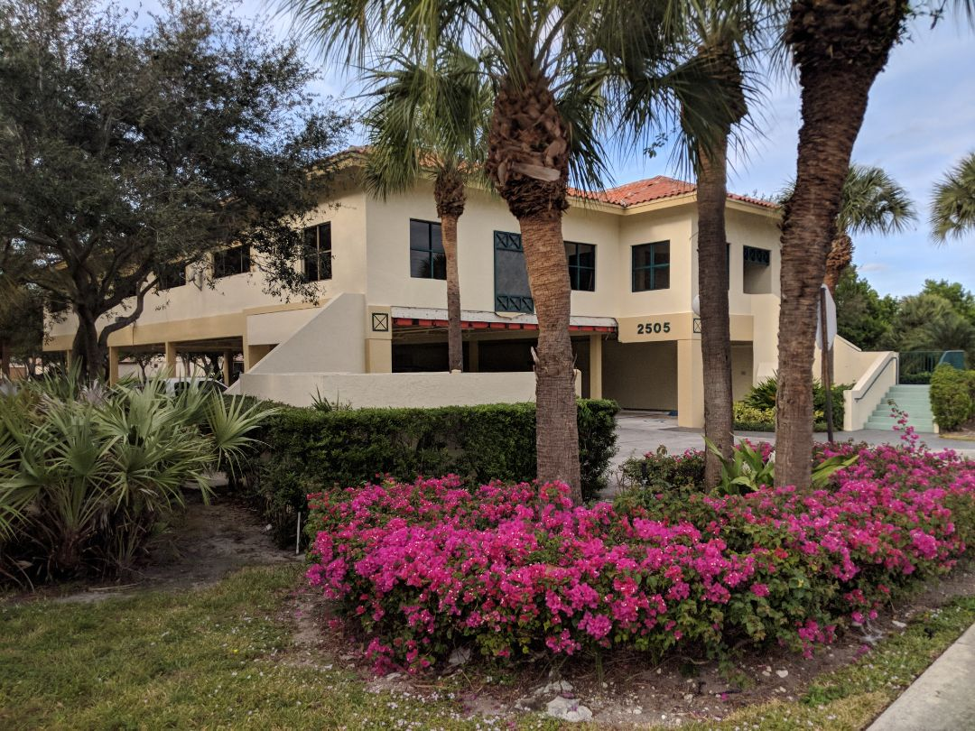 Boca Raton, FL - The Captain Painter is setting up the start of a commercial painting service for my great client and general contractor Lewis (Trebbi Construction) at Boaca Raton Florida!! Call the best painters for Office Painting service (exterior and interior) !! ??