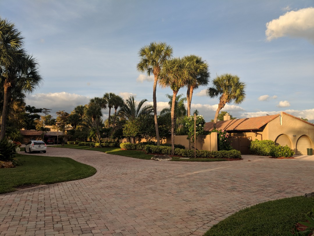 Boca Raton, FL - The Captain Painter is at Boca Del Mar and Boca Point ( Boca Raton ) checking on a community painting job!! The Best Painters are here now ... ??