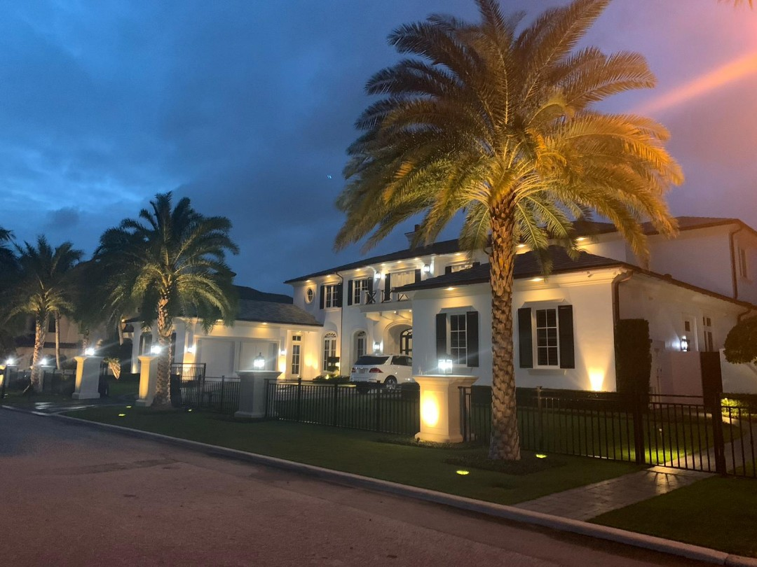 """Boca Raton, FL - The Captain Painter is at Boca Raton Florida for a Interior Painting estimate. This the BEST """"painter near me"""" you can find for Residential and Commercial painting Jobs. Best Price Guaranteed!"""