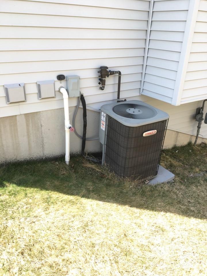 Cedar Springs, MI - Air conditioning not keeping up.
