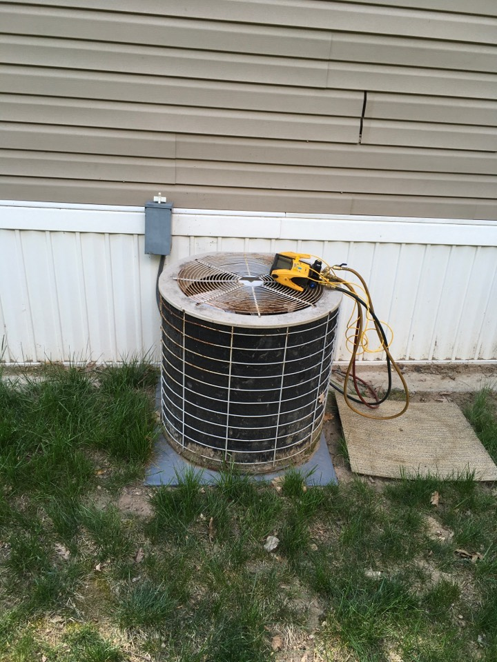 Sparta, MI - Condenser maintenance Check up.