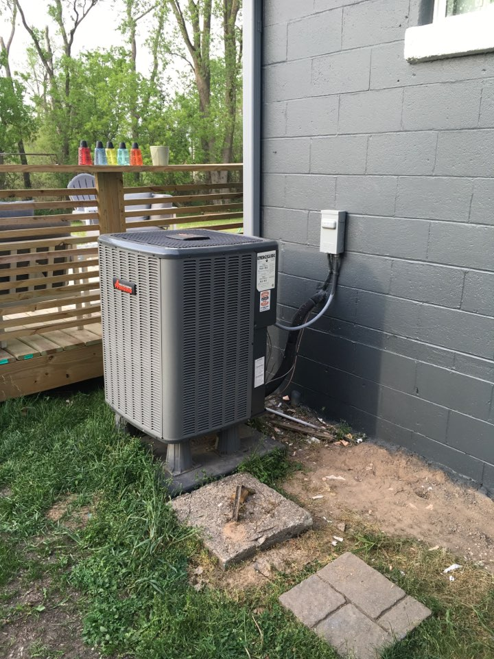 Greenville, MI - Heat pump blowing warm air in cooling mode.