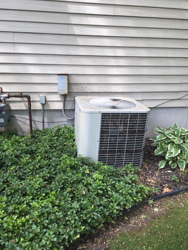 Ada, MI - Air conditioning not working.  New air conditioning and furnace scheduled for installation.