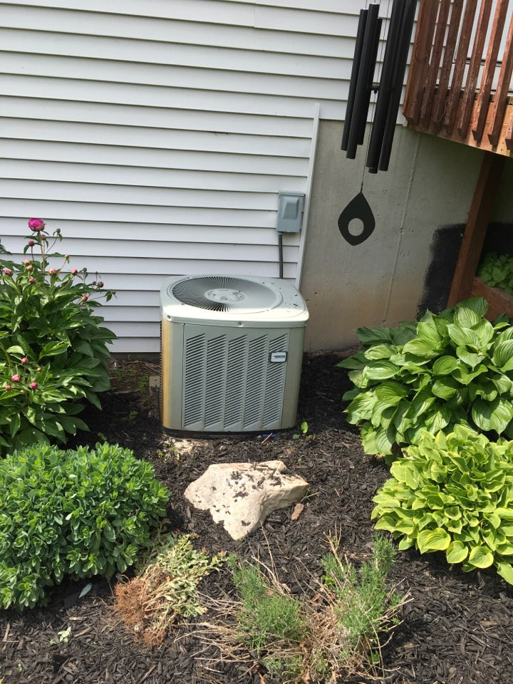 Rockford, MI - Air conditioning not cooling.  Compressor locked up.